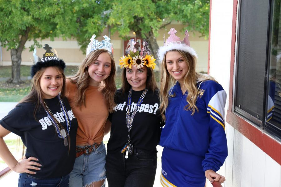 Senior Crowns, Photo by Dorin Wirth